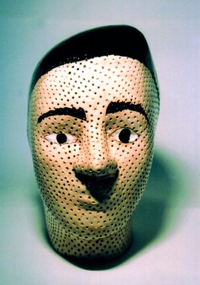 """""""La tête poreuse"""", face, sculpture en terre émaillée, grandeur nature, exemplaire unique, 2009"""